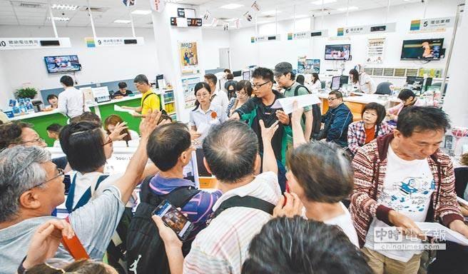 """台媒:台湾民众推崇的""""省钱小确幸""""背后要付出多少风险?"""