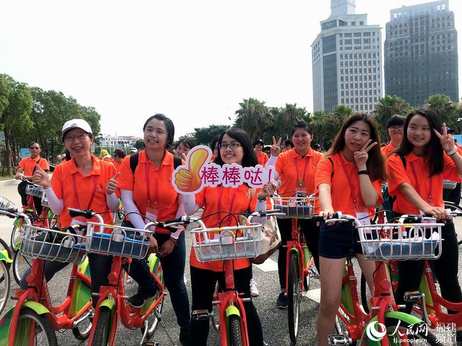 参加骑行活动的两岸女大学生。詹托荣摄
