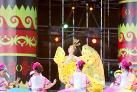 两岸同胞载歌载舞同庆民族佳节
