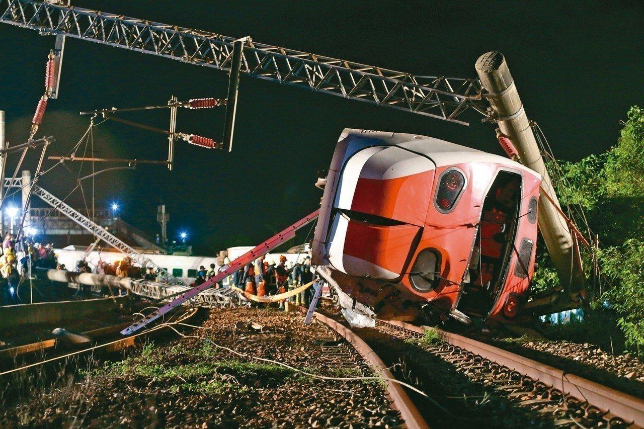 台铁列车出轨事故已致18...