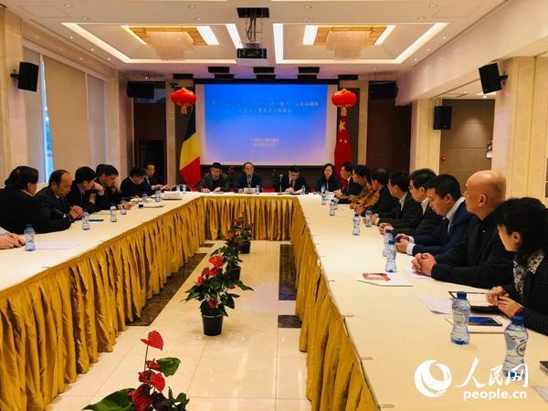 中国驻比利时大使曹忠明在座谈会上作主旨发言。记者任彦摄