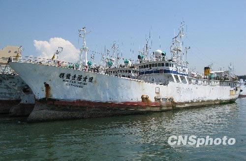 里海盗挟持的台湾远洋渔船