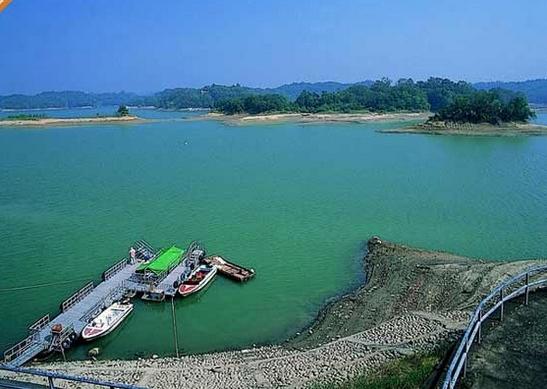 丰富的游乐设施和自然秀丽风光,乌山头水库风景区(珊瑚潭)让来到台南