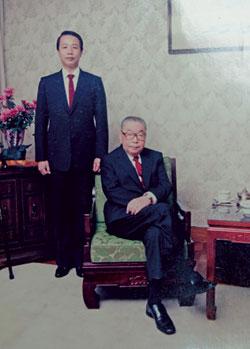蔡福来为蒋经国守孝三年。(图片来源:台湾中时电子报)